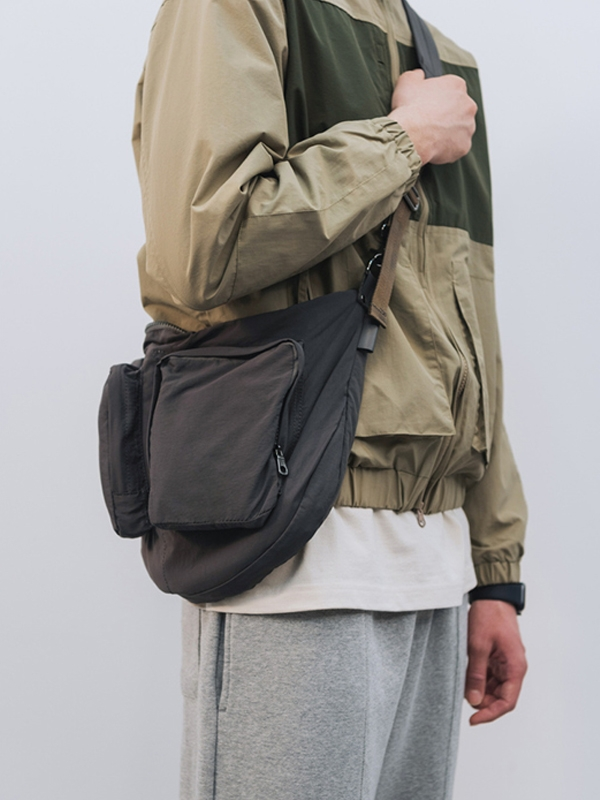 (Vladimir) Hardtack Strap Bag _ Grey