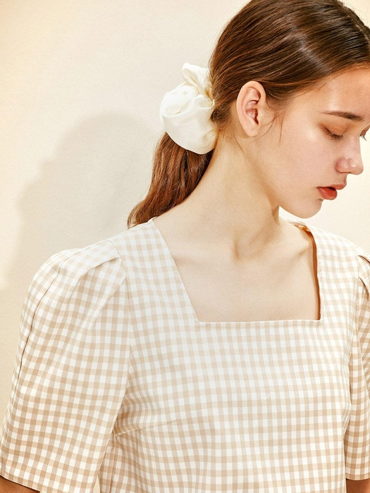 Square-neck Blouse [Beige Gingham Check] JSBL0B903