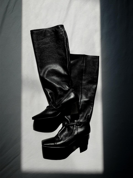 Squareline Straight Boots Black by Mol:Pin